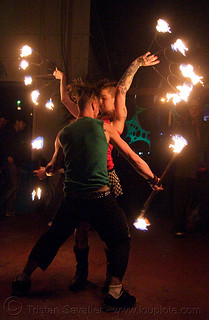 DSC06822 - Fire of Love - Leah and Ro spinning fire (San Francisco) - Fire dancer | by loupiote (Old Skool) pro