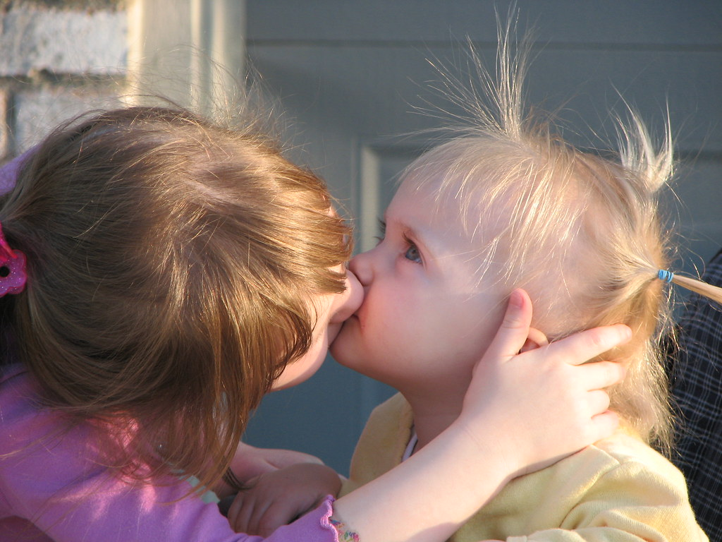 girls kissing best sisters on cheek