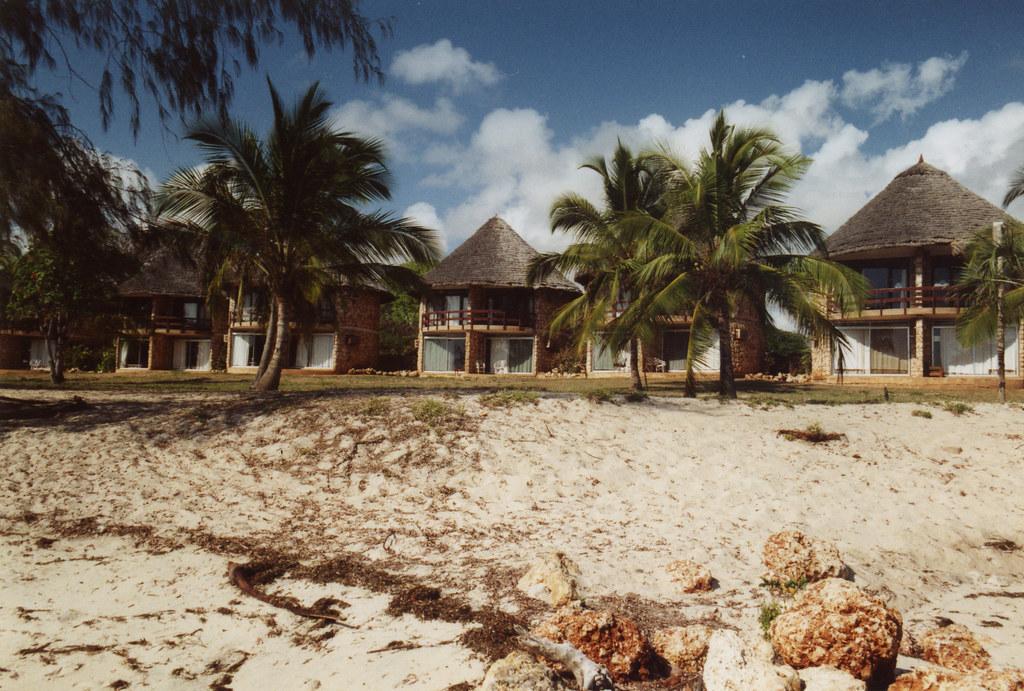 Bahari Beach Hotel Adresse