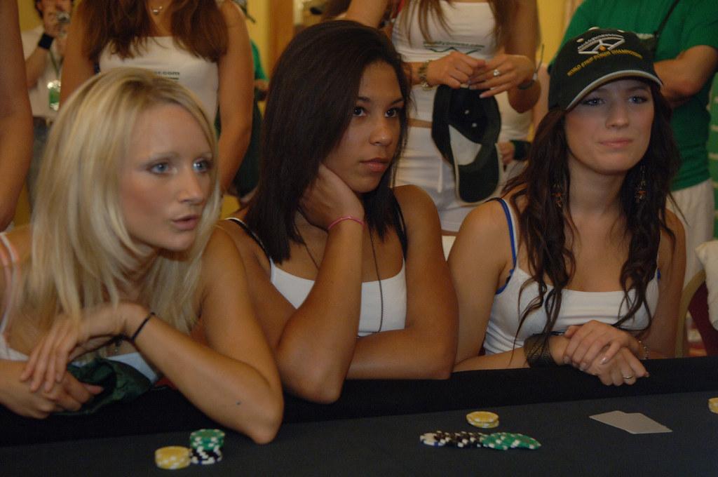 Strip poker babe