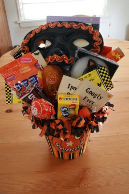 Halloween Swap Sent ~ Bucket of treats | by The Felt Mouse