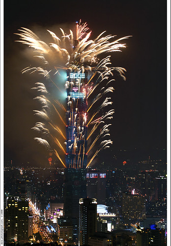 Taipei 101 fireworks for NY 2008 台北101跨年煙火 | by *dans