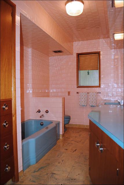 Mid century pink blue bath 1958 portland bathroom in for Portland baths