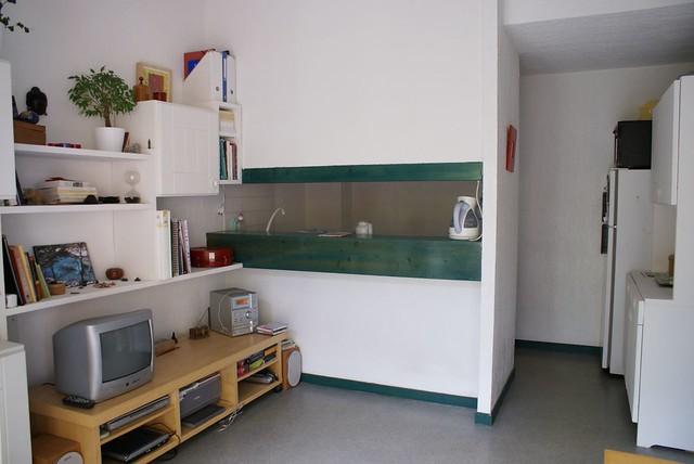 cuisine am ricaine donnant sur le salon. Black Bedroom Furniture Sets. Home Design Ideas