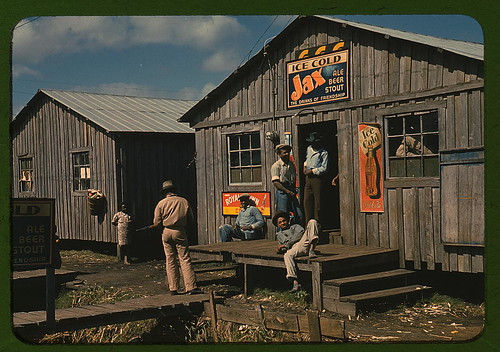 "Living quarters and ""juke joint"" for migratory workers, a slack season; Belle Glade, Fla.  (LOC) 