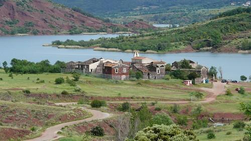Lac du salagou le petit village de celles vid de ses for Acheter la maison en france