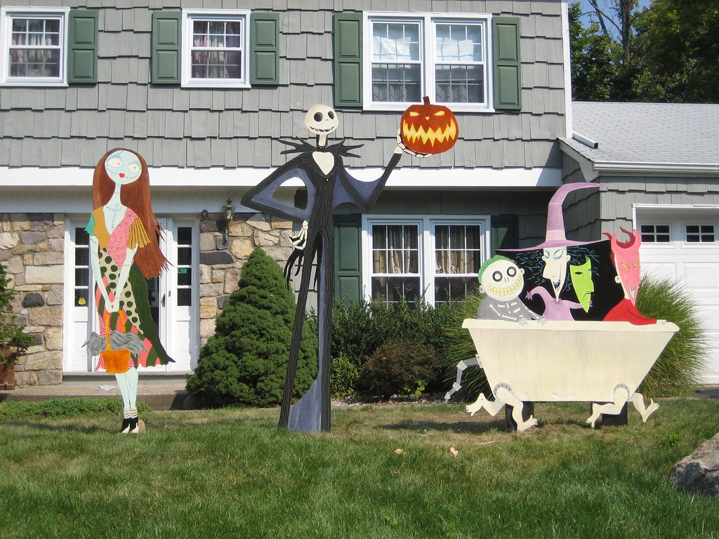 the nightmare before christmas lawn decorations 07 by bradyurk