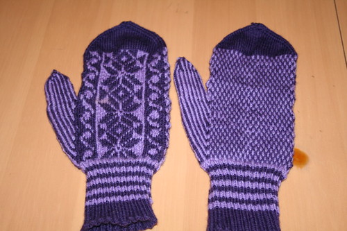 finished mittens | by bookwomansbyob