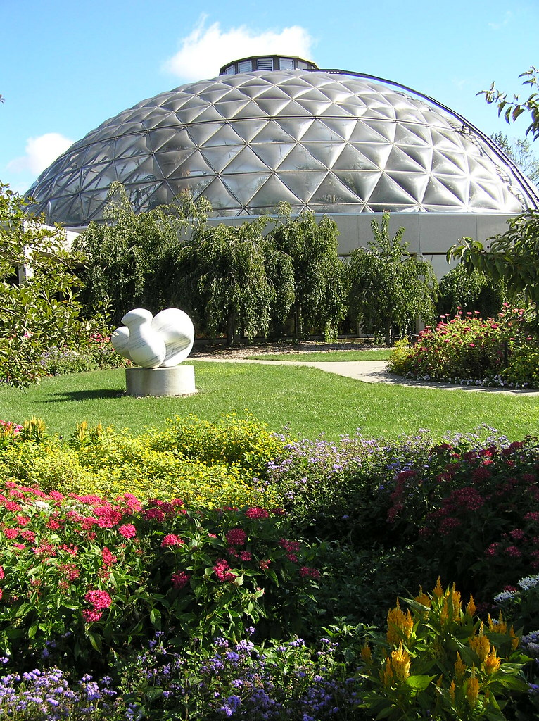 P Jpg Outside Of The Des Moines Botanical Gardens