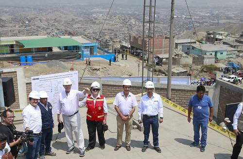 Viceministro de Construcción y Saneamiento Gustavo Olivas y el Presidente de la República Pedro Pablo Kuczynski inspeccionan la Ampliación de los Sistemas de Agua Potable y Alcantarillado en el Esquema Valle Amauta 3 - Ate Vitarte