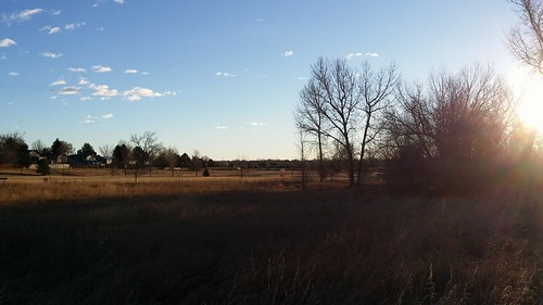 #tommw 40F breezy. Scattered clouds