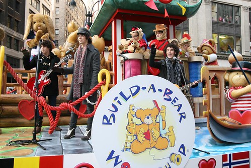 the jonas brothers on the buildabear workshop174 float