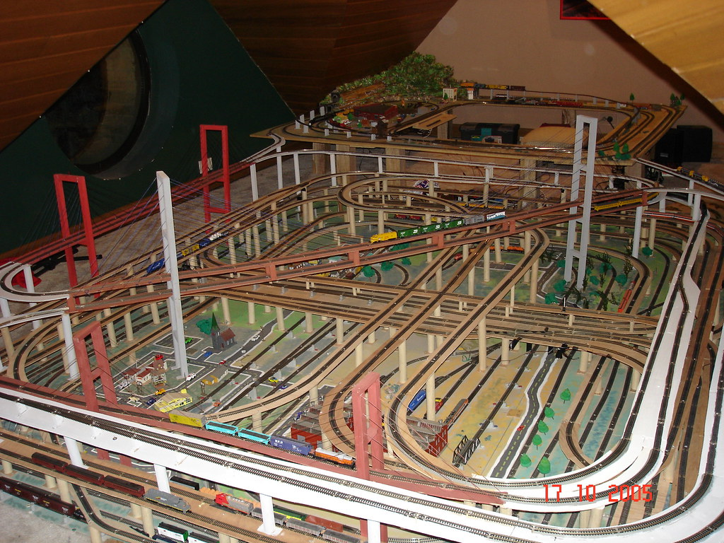 N Scale Layout My Train 32 Engines 7 Levels 6 Years Of Bui Flickr