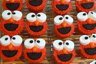 Elmo cupcakes 2 | by tburwinkle
