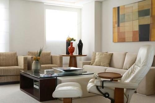 What Is A Sala De Estar In English ~ Sala de estar c mesa de centro que acomoda um banco e um p…  Flickr