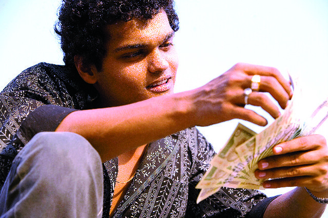 slumdog millionare es Slumdog millionaire has 27,163 ratings and 2,638 reviews megha said: i should mention that this 1-star review is not at all related to my opinion of th.