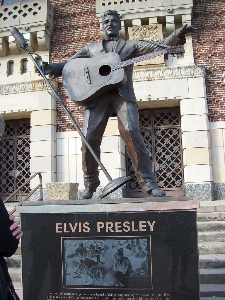 Elvis Presley - The Definitive Collection