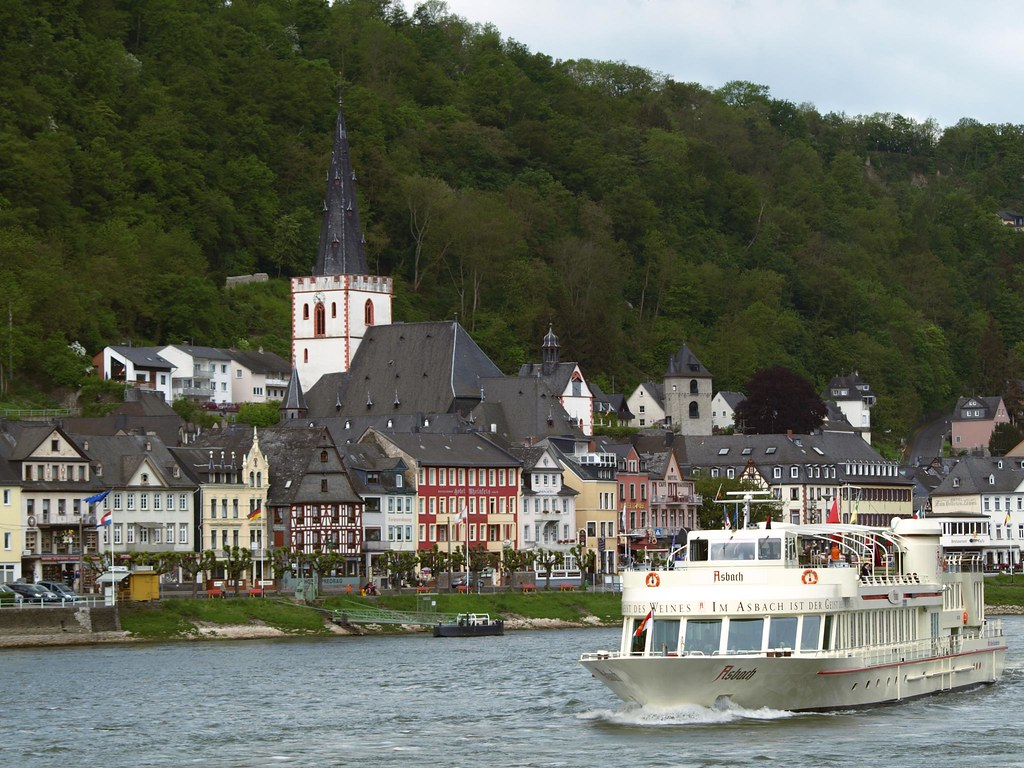 River Cruise With Food Near New York City