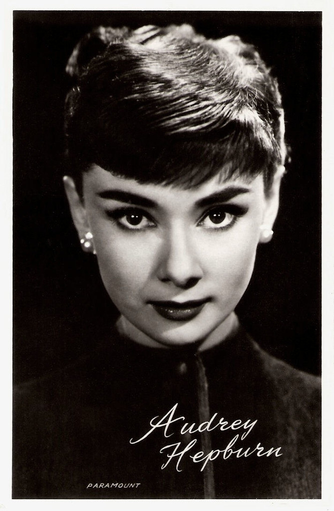 "a short biography of talented actress audrey hepburn Audrey hepburn was john f, kennedy's favorite actress audrey was said to get along well with her co-stars, despite rumors about her being a primmadonna and ""having a rivalry with fellow actress julia andrews"" (cox."