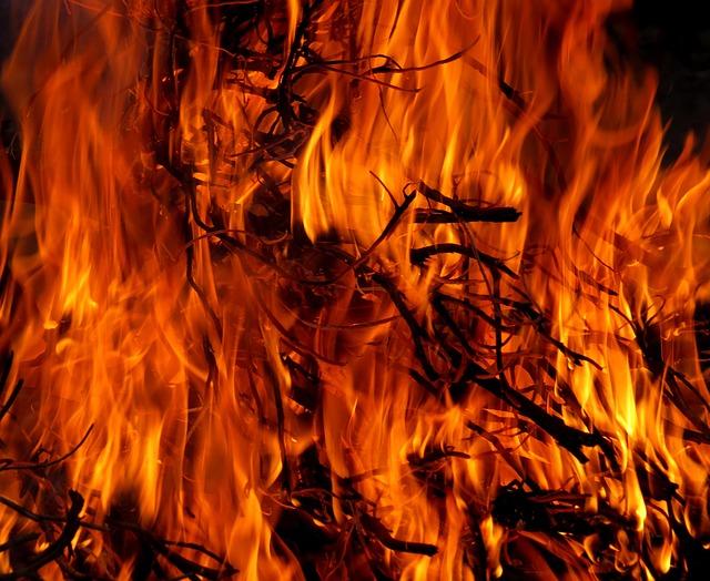 fire-717504_640