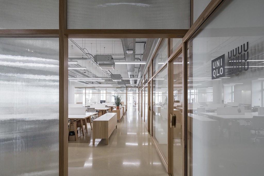 Showroom interior design for the Uniqlo brand by Ciguë Sundeno_05