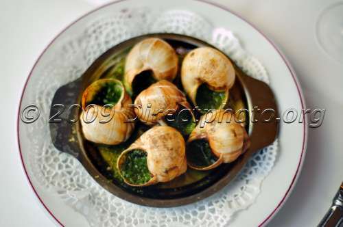 Paris france restaurant detail french food on a plate for French cuisine 3 modules