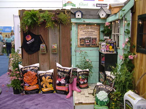 Independent garden center display wet forget is a non for Display home garden designs