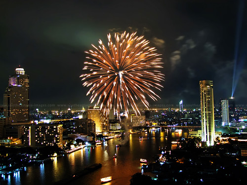 Bangkok New Years' Fireworks / Happy New Year 2015 !!! | by I Prahin | www.southeastasia-images.com