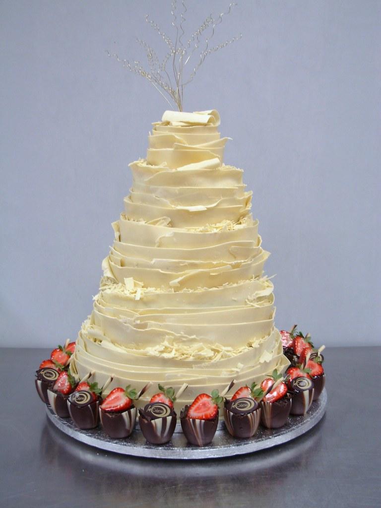 La Creme 5 tier white chocolate wedding cake | La Creme 5 ti… | Flickr