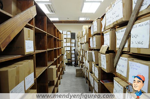 Cientos de libros hay en el almacen de joaquin balaguer t flickr - Almacen de libreria ...