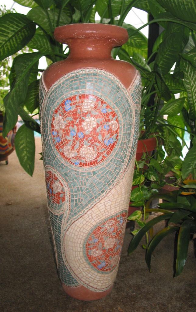 3 Ft Mosaic Vase Finished Concrete Vase 3 Feet Tall Flickr