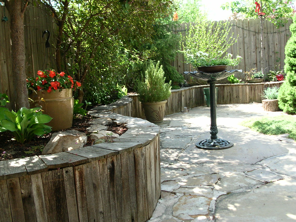 Curved wooden wall r r r i designed and constructed this for Curved garden wall ideas
