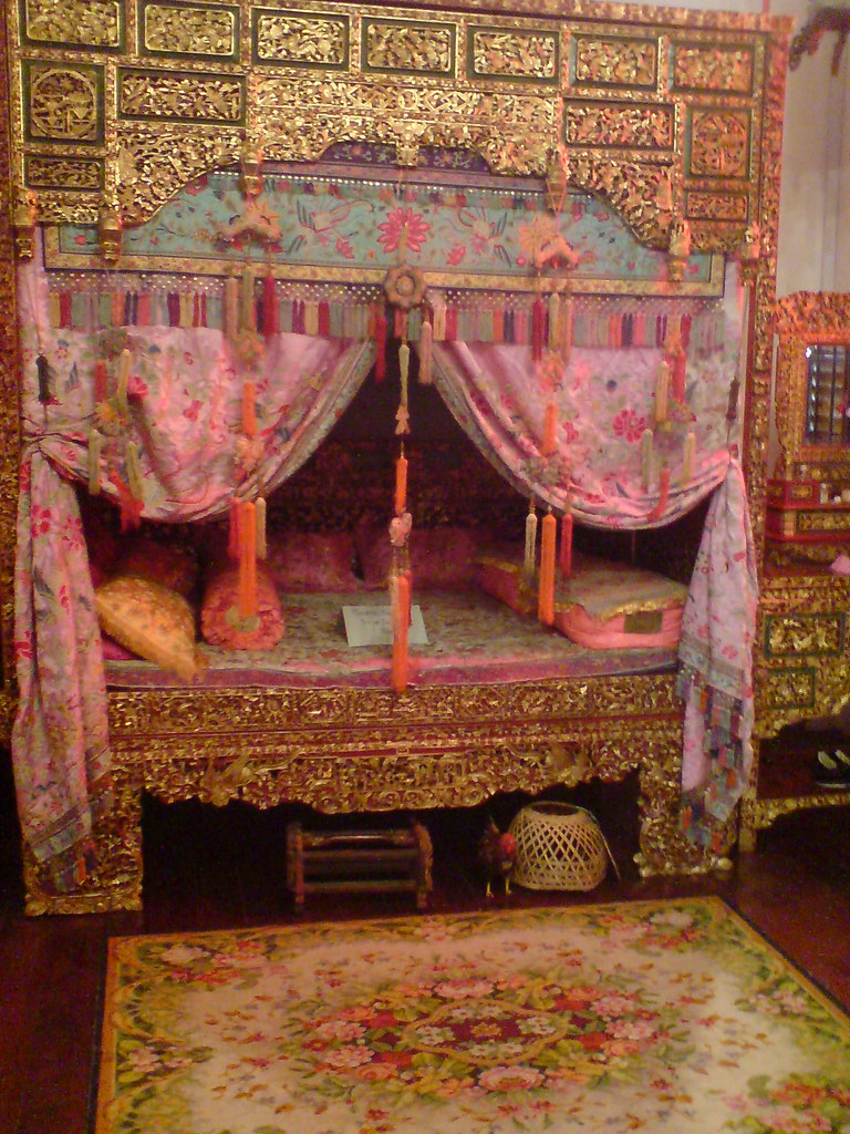 First generation chinese wedding bed inside peranakan muse for Asian wedding bedroom decoration