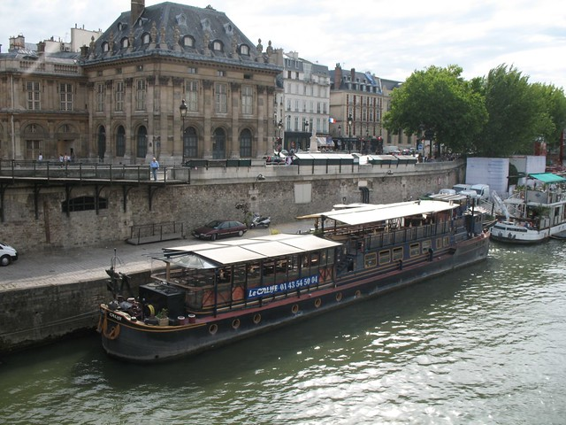 Le Calife In Paris The Coolest Boat With The Best Dinner