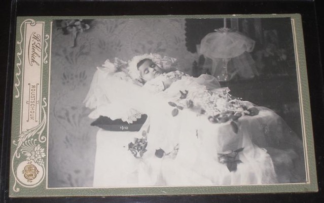 Young child post mortem Antique cabinet photo from victori ... Post Mortem Photography Of Celebrities