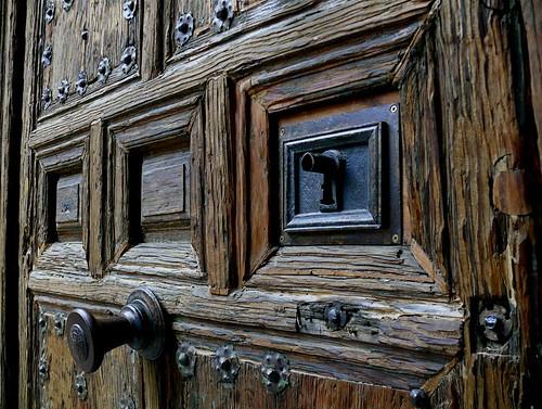 Puerta con cuarterones puerta de la antigua casa de for Puertas para casas antiguas