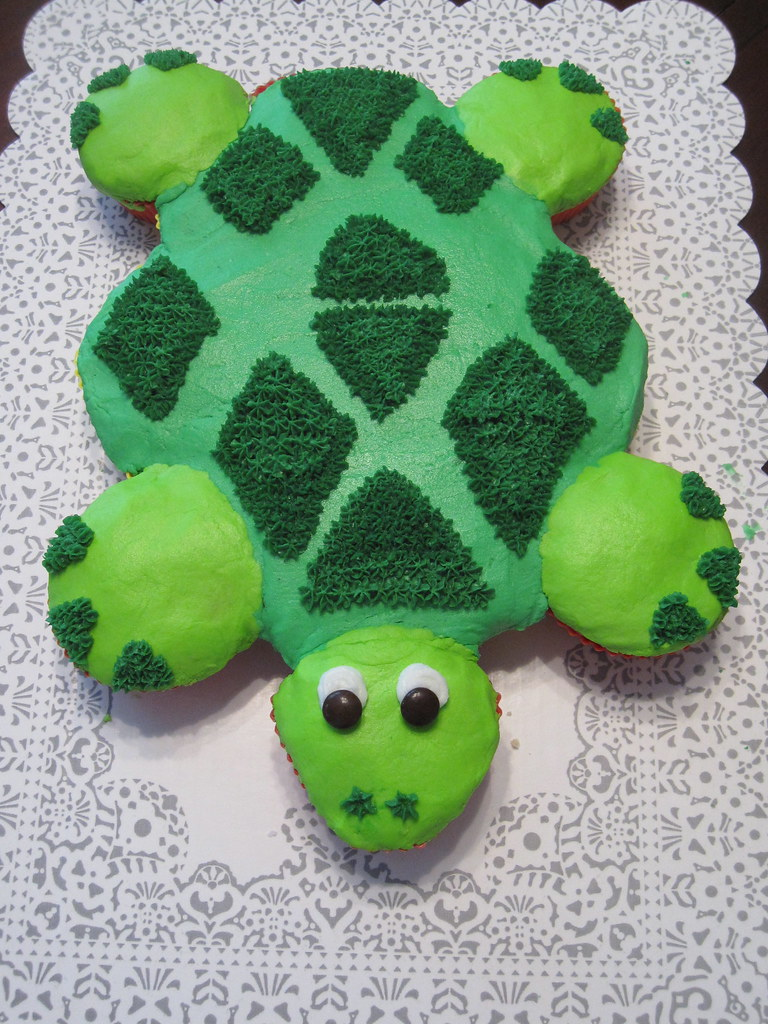Turtle Cupcake Cake This turtle cupcake cake is a great wa Flickr