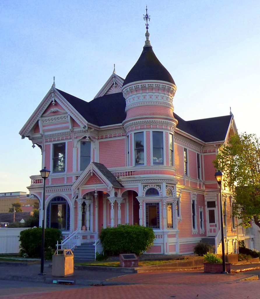 The pink lady victorian queen anne located on 2nd for Queen anne victorian house
