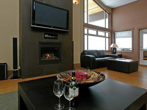 Beautiful Sitting area, huge plasma screen TV, DVD player & fireplac…   Flickr DF82