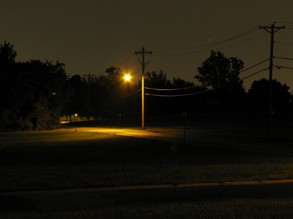 Street Light at Night | Geoffrey Gallaway | Flickr