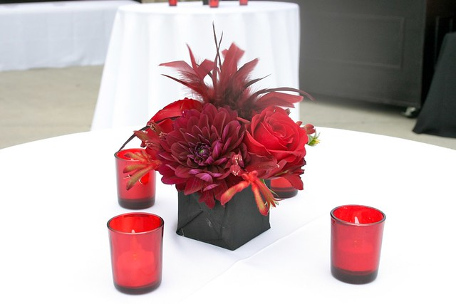 Small red and black centerpiece centerpiece for cocktail for Small flower decorations for tables