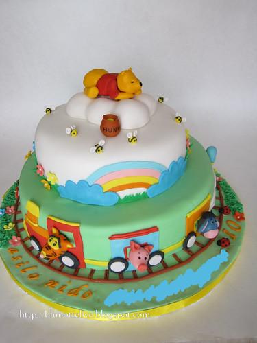 Winnie pooh cake thank 39 s to my friends beatrice and donate blunottelive flickr - Winnie pooh kuchen deko ...