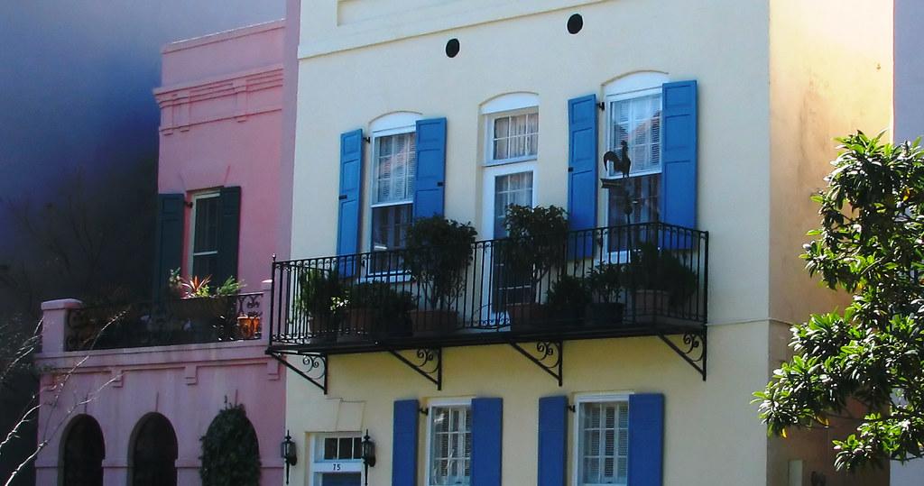 Rainbow row houses on rainbow row charleston sc tira for Charleston row houses