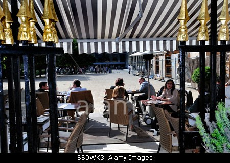 Paris france french cafe french bistro restaurant sidewa for Cafe du jardin london