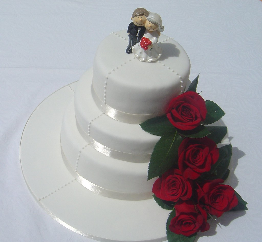 Wedding cake with red roses | Lemon cake with lemoncurd cove… | Flickr