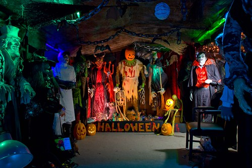 HALLOWEEN Garage 2009 Scary For Halloween