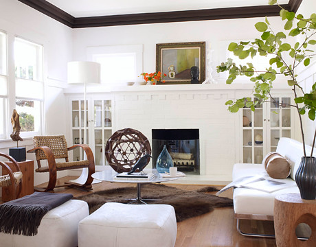 White living room mid century pieces le corbusier daybe for Modern craftsman interiors