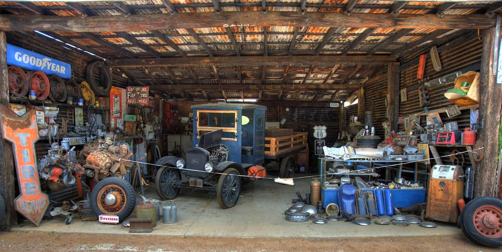 Equipment vintage garage