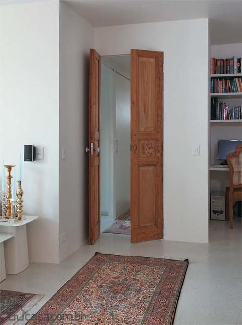 Portas De Madeira Em Corredor De Apartamento Pequeno Proj