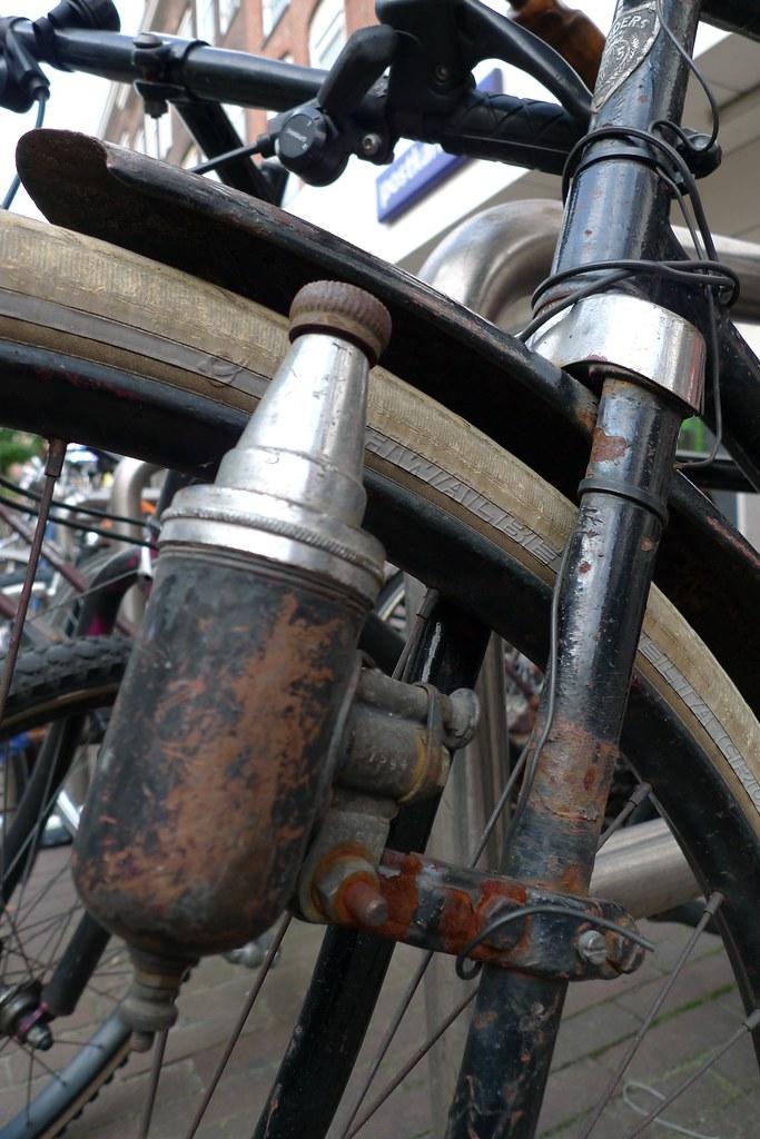 oude senders fiets dynamo | Now THAT's a dynamo! visit www ...